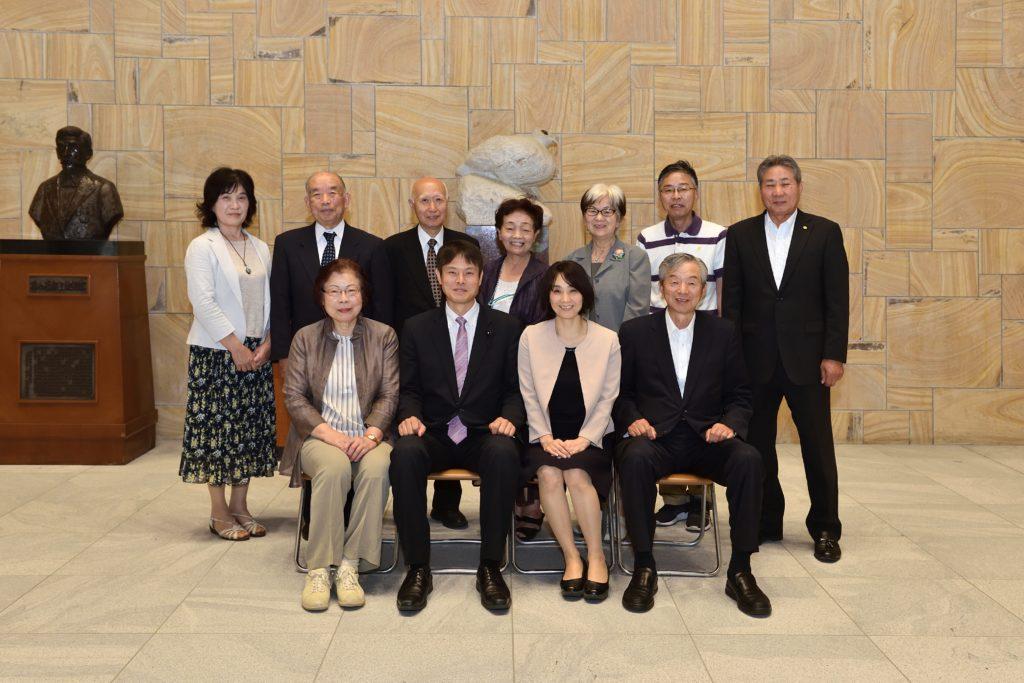 針山県議の家族と後援会の方との記念撮影