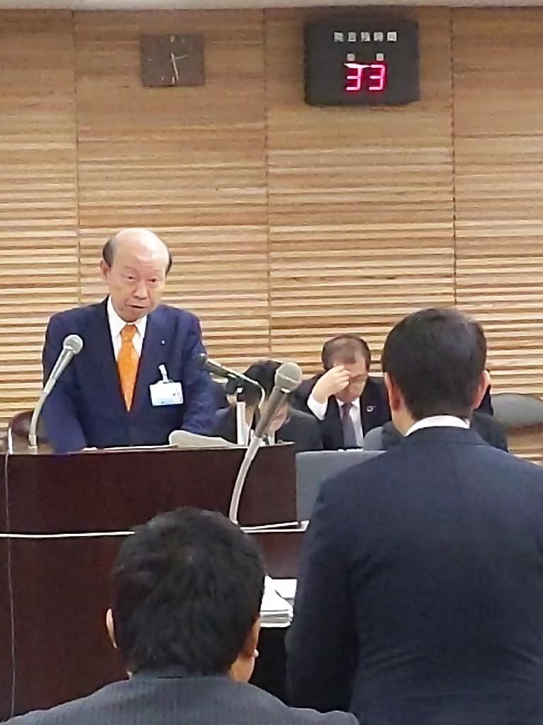 石井知事と対峙