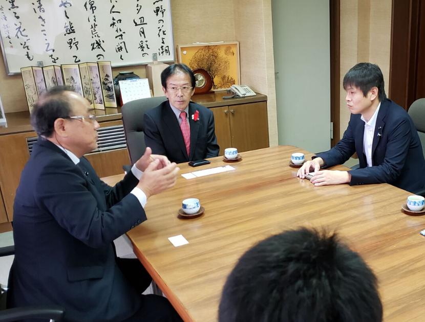 視察に訪れた和歌山県白浜町長との対談